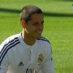 RT @mediotiempo: Chicharito (@CH14_) salta a la cancha del Bernabéu ya vestido de blanco (FOTO: Real Madrid) http://t.co/AXOSD7lBd7 http://t.co/YFKzRudxj8