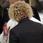 El @PibeValderramaP momentos en que se saludaba con El Papa #PartidoPorLaPaz http://t.co/IhYC8ubjDq