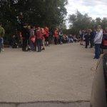 Los fanáticos afuera de Carrington esperando por la llegada de Radamel Falcao García http://t.co/kOcgttDqxM [Vía @BroadcastMoose]