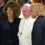 El @Pontifex_es recibe al @PibeValderramaP en el Vaticano. El samario participará de un partido por la paz. http://t.co/fFDwdDlkUt