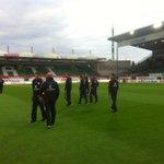 Die Jungs sind gerade in Fürth angekommen. Erster Rasenkontakt. Forza! #fcsp http://t.co/tzXEZWgSj8