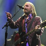 """Tom Petty promised a """"full industrial length rock show"""" at Fenway Park, and he delivered. http://t.co/AwYh33z9Oy http://t.co/wSmO8DPjYf"""