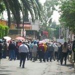 Grupos de choque gritando consignas en favor de Cuauhtemoc Gutierrez afuera de IEDF para inhibir nuestra protesta http://t.co/yxmFxN58oz