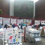 RT @diario24horas: Previo a la entrega del #SegundoInforme, en San Lázaro demandan justicia por caso ABC | Vía @JoseVictor_Rdz http://t.co/jlDuDtpr22