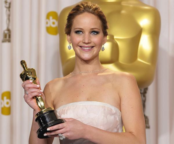 Here's a picture of Jennifer Lawrence with her Oscar FOR BEST ACTRESS. Because she's more than just a photograph. http://t.co/Il6O220BF5