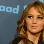 """""""@CP24: Jennifer Lawrence requests investigation after nude pictures stolen http://t.co/CEDV9rzbkV http://t.co/fDH9jSXRvr""""????????"""