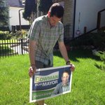 Mayoral candidate Brian Bowman putting out signs in the West End. #cbcmb http://t.co/wEznhc94vu