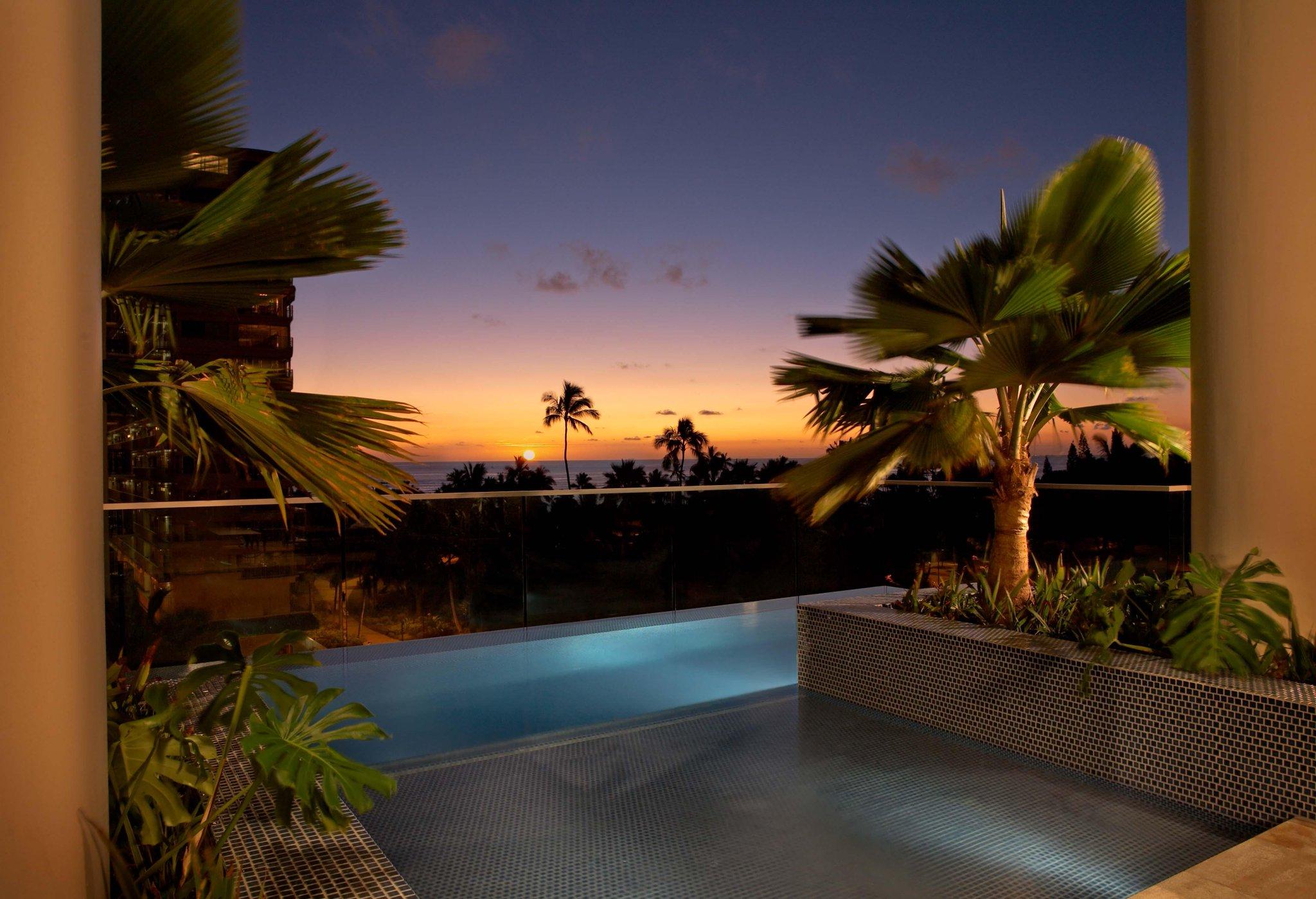 Sunsets from @TrumpWaikiki's Infinity Pool Deck are unbeatable. http://t.co/0hKodI2uYD