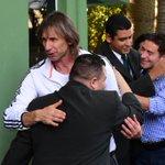RT @FutebolTerra: Adiós... Gareca pede desculpas e diz que não queria deixar @SEPalmeiras (Foto: Gazeta Press) http://t.co/AQGV5gh6vW http://t.co/aSKT82vbLm