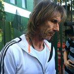 RT @folha_com: Saio decepcionado comigo, diz Gareca após demissão. http://t.co/qSg44VBLlQ http://t.co/mf8gK43Nlg