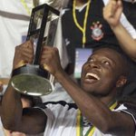 O jogador estrangeiro que mais vestiu o manto foi o Rincon, 158 jogos com a camisa do Timão. #Corinthians104Anos http://t.co/pKW5RO0Ehh