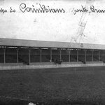 O primeiro estádio do Timão foi a Ponte Grande. Com capacidade de 10 mil torcedores em 1916. #Corinthians104Anos http://t.co/wlOueHiWNW