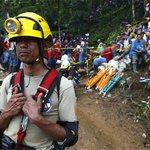 Continúa rescate de mineros atrapados en Cerro El Comal #MC4 http://t.co/86qg9r6TZc http://t.co/Lhn0BJBtaA