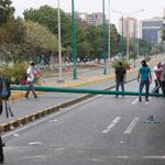 RT @RESISTE_LUCHA: #Lara Protesta en la Av moran con Vzla... 3 detenidos y una moto de la GNB quemada. http://t.co/ghyrG2M3uU