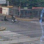 RT @NotiPromar: Situación irregular se registra en Av. Venezuela con Av. Morán #Bqto tras concentración. Vía @jhelenq #PromarTv http://t.co/22LpvIOPKz