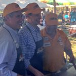 RT @RonWyden: No better way to have fun at #LaborDay picnic than flipping burgers w/@SenJeffMerkley & all our friends with @UFCW http://t.co/YIzWogOxa5