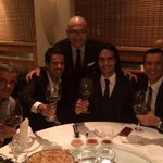 RT @noticierodelafm: [IMÁGENES] Así celebró el Tigre Falcao su llegada al Manchester United http://t.co/peTtM7clLH #OigoLAFm http://t.co/3nIsxqnQ1h
