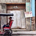 Bienvenidos a #Cuba, donde en cada esquina hay un vecino que te vigila. http://t.co/1pCcLdxoOs