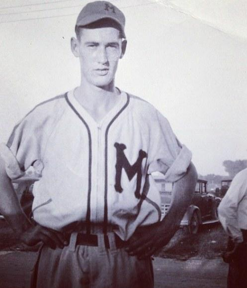 Rare photo of Ted Williams posing for a photo from 1938 during his time with the Minneapolis Millers. http://t.co/p8NTe4np0x