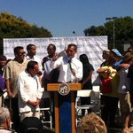 RT @el_pais: Los Ángeles propone subir un 50% el salario mínimo para frenar la desigualdad http://t.co/otbFlU6dCH Por @pximenez http://t.co/IfGetXSQmQ