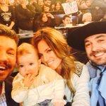 RT @cuervotinelli: Acá estoy con Oli y los suegros de Lorenzo http://t.co/o5NWSNQDAQ