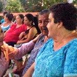 Da inició la Feria de la Mujer en la Col. Atardeceres, @clemen72 cercana a los vecinos presentes. http://t.co/IPLNqPWARs