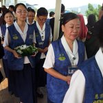 MH17: Buddhist Tzu Chi Merit members at the airport to greet arrival of urns with remains of Fan Shun Po, Loh Yan Hwa http://t.co/qbSosrOB7D