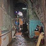 La barbería de mi vecino Yosvany en los bajos del edificio. #Cuba http://t.co/AsTFeXx6QB