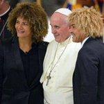 RT @ElrinconSamario: El Papa Francisco recibio la visita de varias estrellas del futbol, entre esas el ex futbolista @PibeValderramaP http://t.co/BUmHUyDIgl