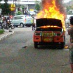 Unit Damkar Meluncur RT @_menggonggong: 15:21 ada angkot kebakaran di depan siete cafe sumur bandung. Hati2 brosis. http://t.co/XHgYQ2Aikn