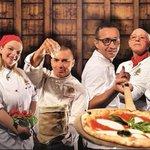 Bello! @Le_Figaro definisce il Napoli Pizza Village lOktoberfest Napoletano #Napoli #Pizza http://t.co/BqgrchRx5E http://t.co/7savr7tCIf
