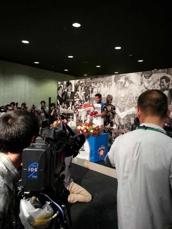 本日正午ファイターズの稲葉篤紀選手が札幌ドームで現役引退を表明しました。この模様は本日の東北楽天との試合前にたっぷり放送します。このあと午後5時30分からぜひGAORAスポーツをご覧下さい。 http://t.co/02cCXrPSmg