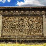 RT @MrErdene: Ийм хаалгыг ямпай хаалга гэдэг. Манжийн хааны эрх мэдлийг билэгдэж сүмийн үүдэнд байгуулдаг бсан харин одоо УБ-т :-(( http://t.co/hb8wGWdHc7