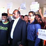 RT @PhilipGolingai: UM law lecturer Azmi Sharom denies sedition charge http://t.co/CVXAUiCAIT http://t.co/5tOgw4cZyY