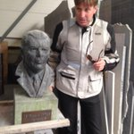 #Vlissingen Schande! Borstbeeld Apotheker van de Sande verwijderd uit hofje en vernield. http://t.co/FW794v1MyV