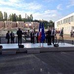 En attendant Hollande au lycée Louise Michel (tout neuf) de Clichy-sous-Bois http://t.co/em5fNVoHHe