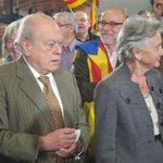 - Jordi, todo esos de detrás no vendrán a quitarnos el dinero? - No Marta, tranquila, esos vienen a dárnoslo http://t.co/AJanypUzYJ