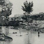 RT @paisajehistoria: ¡Menudo calor hace hoy, vamonos al Manzanares a refrescarnos! #Madrid en 1890, al lado de la explanada de San Isidro. http://t.co/GW9YHKUnLq