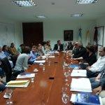 Reunido ahora con representantes de diferentes entidades públicas y privadas para agilizar los trámites de loteos. http://t.co/mGbr6jK7fw