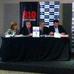 Asesores de @PedroBordaberry por Educaciòn: Teresita González, Óscar Ventura y Robert Silva. #Presidenciables2014 http://t.co/qsTLaRM8M0
