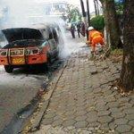 Aksi heroik dari tim @Rescue_Damkar dalam melawan api dr angkot caheum-ciroyom di jl. Sumur bandung @infobandung http://t.co/ij9rn4hLKb