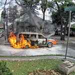 #BreakingNews 15.56 : Foto angkot terbakar di jl sumur bandung, skr sdh padam. | @iherawan http://t.co/K1xCezw4aa