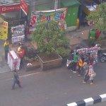 #suaraBdg @permana_yandie: @ridwankamil pa masih pada bandel belanja dikawasan merah??denda na berlaku?#alun2bandung http://t.co/2gKnrFkVAX