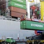 """""""@ObservadorUY: http://t.co/Ls4EKHpbH3 http://t.co/6Pj4xISrrt"""" Aumentan globalmente las exportaciones pero...curiosa forma de desinformar!"""