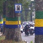 Menyambut HUT Ke-204, Pohon di Kota Bandung Disarungi http://t.co/45c6JTFBhi http://t.co/ykq7XgAoox