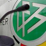 Jetzt @zdfsport Livestream: Wen bestimmt Bundestrainer Joachim #Löw zum #Kapitän @DFB_Team ? http://t.co/Bk7UbDiI79 http://t.co/GSh95IR8Xe