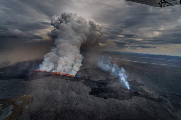 Amazing photos of Iceland volcano eruption by Ragnar Th. Sigurdsson—http://t.co/Nsk0fUSi3v  http://t.co/NNEQnbAE1W http://t.co/e83rkonfpR