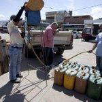 Contrabando con el combustible más barato del mundo en la frontera entre Venezuela y Colombia http://t.co/QJy708Z7BR http://t.co/HZHUAtR4r1