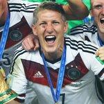 RT @bundesliga_de: Der neue Kapitän des @DFB_Team ist ein echter WM-Held. Weiterhin viel Erfolg, @BSchweinsteiger http://t.co/DDvbAxt4B3 http://t.co/DKBH64RHJl
