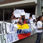 "RT @360UCV: #2S Estudiantes Difunden carta dirigida a Nicolás Maduro exigiendo libertad para los estudiantes http://t.co/ebzvHW3Zy1"" #360ucv"